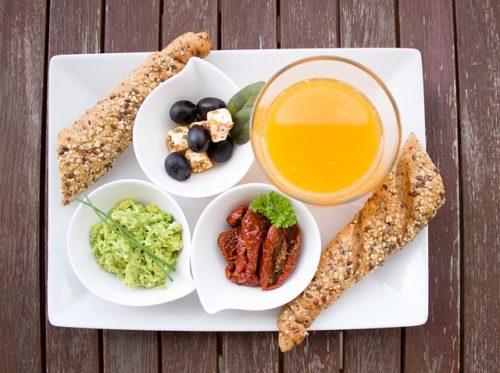 mic dejun, suc de portocale, paine